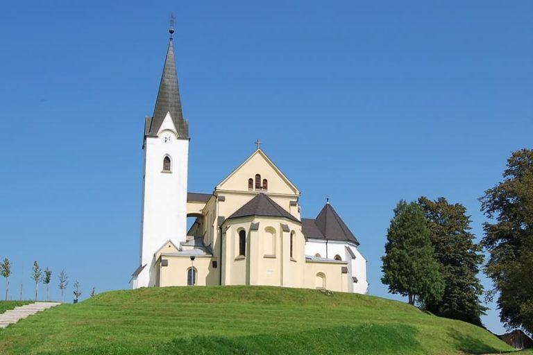 cerkev sv jurija rogasovci 768x512