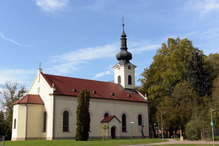 evangelicanska cerkev puconci 768x512