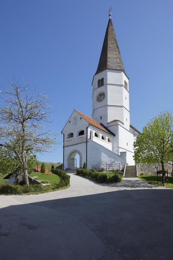 Cerkev Zagorske matere božje Lesično Kozje