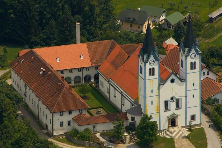 Samostan sester Klaris s cerkvijo Marija Nazaret