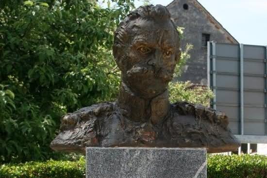 Doprsni kip generala Rudolfa Maistra Cerkvenjak